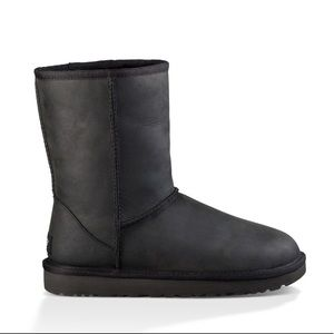 UGG® Classic Short Leather